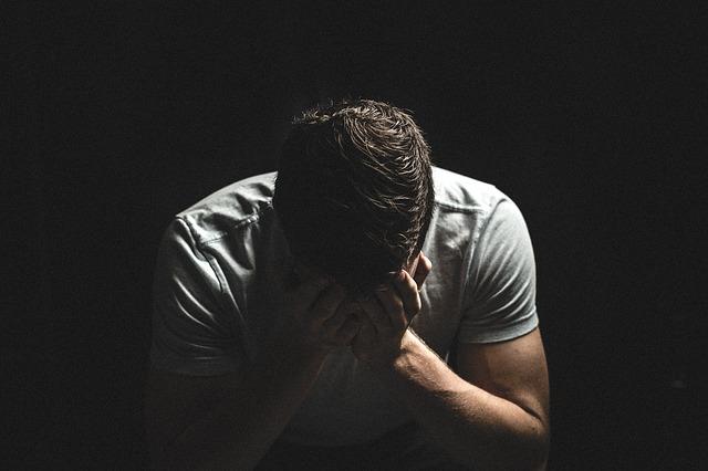 דליפת שתן אצל גברים: 4 סיבות למה כדאי לכם לדבר על זה